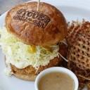 音楽とハンバーガーとトロピカル・カクテルがあれば、3秒で西海岸やハワイに行ける「STOVE'S」