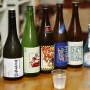 90年以上続く酒販店で、豊富な日本酒や焼酎を試せる。酒蔵の心を伝える「福屋尾崎商店」