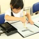 """独自メソッドで楽しく習字! 幼児でも汚さず書ける""""水の毛筆""""で字がきれいに!「ふでともかきかた教室」"""