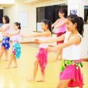 タヒチアンダンス第一人者・テ ラ キョウコ氏主宰の「ポエラニオリタヒチ」で本場のダンスを習得しよう!