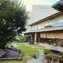 """上大岡駅前で""""気軽な贅沢""""。日本庭園と癒しの空間が自慢の「懐石 花里」はさまざまなシーンで利用できる"""