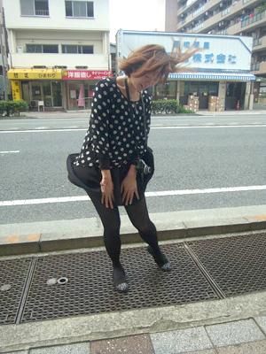 新横浜の鳥山大橋横の円柱形の建物。地下鉄の換気口って本当?中はどうなってる?地下鉄の換気口は地上にあり、マリリン・モンローごっこに使えたりするようなものを想像しますが(オオバさんのキニナル)