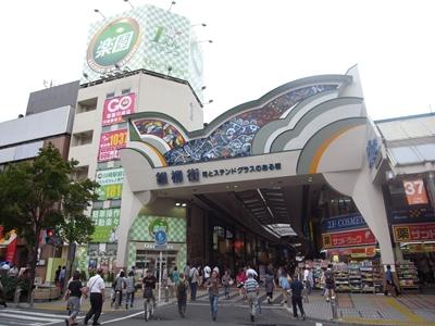 川崎駅前の銀柳街にあるステンド...